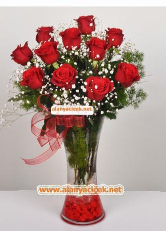 Alanya Çiçek Vazoda 11 Kırmızı Gül