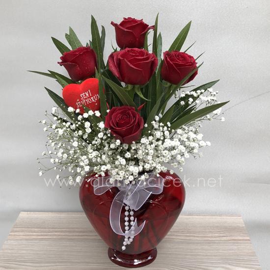alanya Çiçek Kalp Vazoda 5 Gül