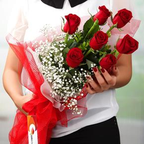 kalp vazoda 7 kırmızı gül 7 Kırmızı Gülden Buket