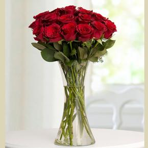 15 roses in box 19 Kırmızı GÜl Vazo İçerisinde