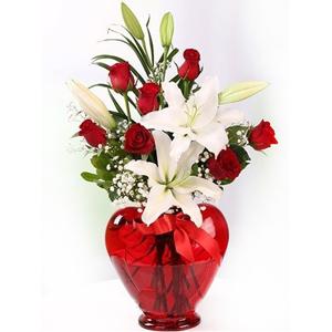 vazoda papatya ve 7 güller Kalp Vazo 7 Gül Lilyumlar